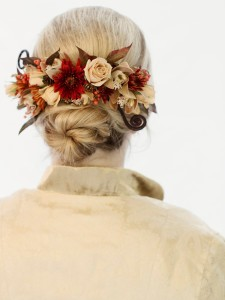 Fresh flower hairpiece by Vases Wild