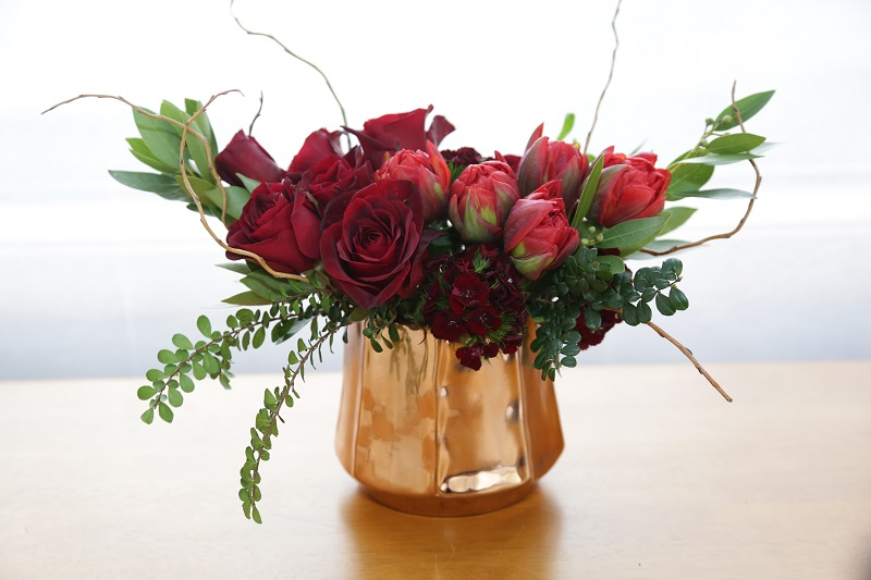 how to take care of cut roses in a vase