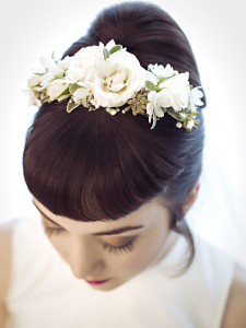 Fresh bridal hairband by Vases Wild