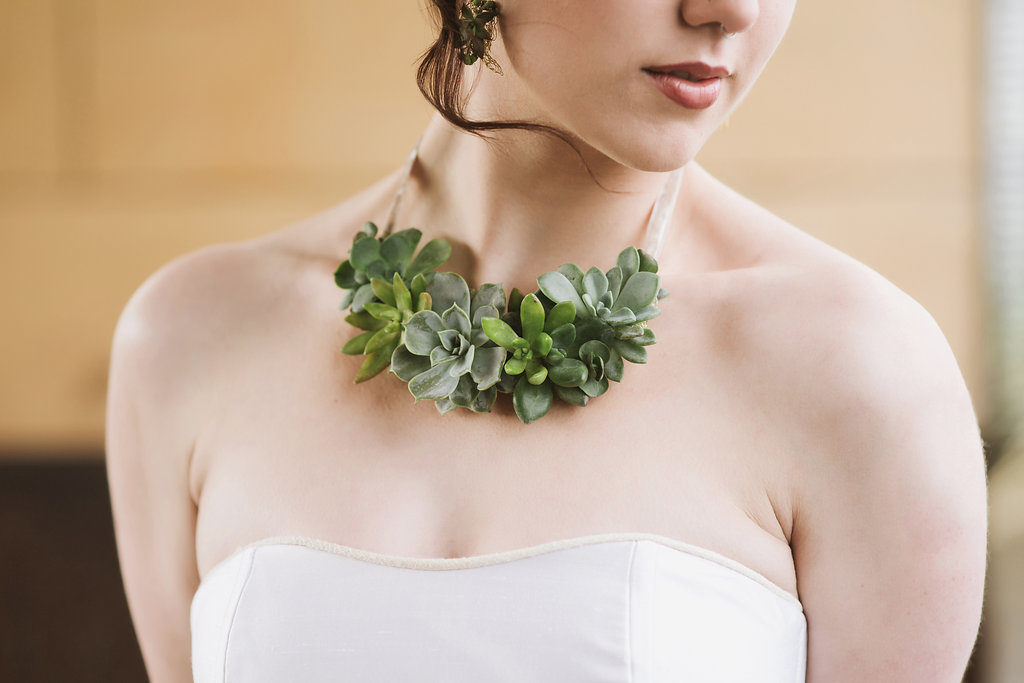 flower jewelry class shows how to make living plant jewelry made from sedums and succulents