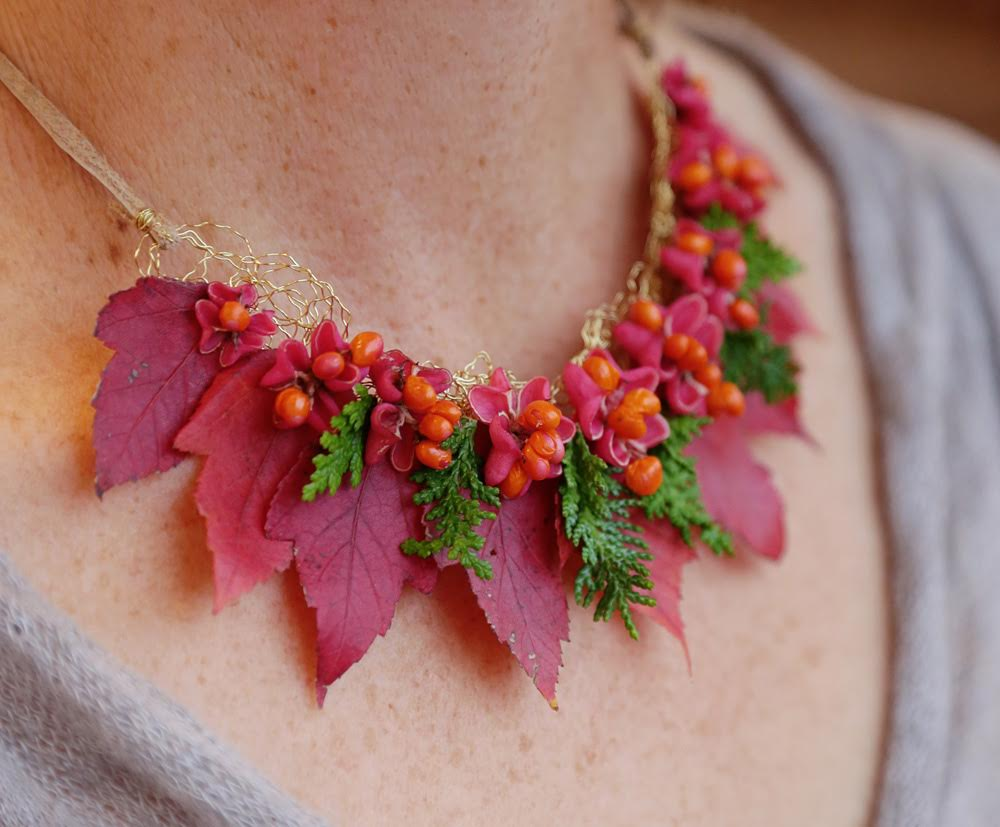 botanical-necklace-by-vases-wild-image-by-stadler-studio