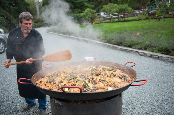 bayleaf paella for a rehearsal dinner on whidbey island